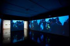 Vista de la exposición Marta Minujín, MINUCODEs curada por Gabriela Rangel y Jos | Ir a la ficha del Artista 'Marta Minujin'