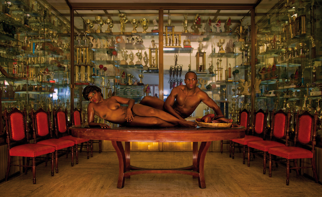 Serie Ensayando la Postura Nacional. Fotografia y Cine. 2010. | Ir a la ficha del Artista 'Alexander Apóstol'