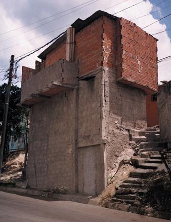 Serie Residente Pulido Ranchos. 6 Fotografias. 200 x 150 cm. 2003 | Ir a la ficha del Artista 'Alexander Apóstol'