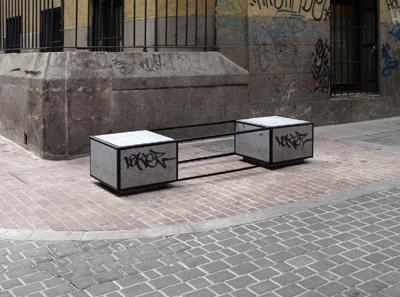 Marlon de Azambuja - Potencial Escultórico - 2008 - Intervención sobre mobiliario urbano | Ir a la ficha del Artista, Comisario 'Marlon de Azambuja'