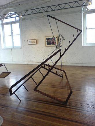 Término 2, hierro y mármol, 290 x 360 x 190 cm. 2007