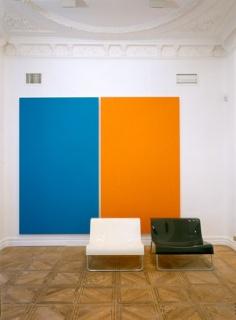 Nine Swimming Pools, 2003. Acrílico sobre lienzo y sillas de poliuretano