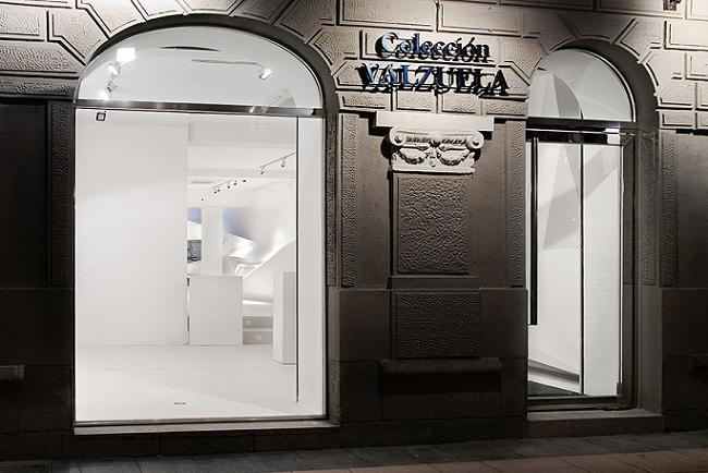 Fachada | Ir a la ficha de 'Colección Valzuela'. Organización con colección
