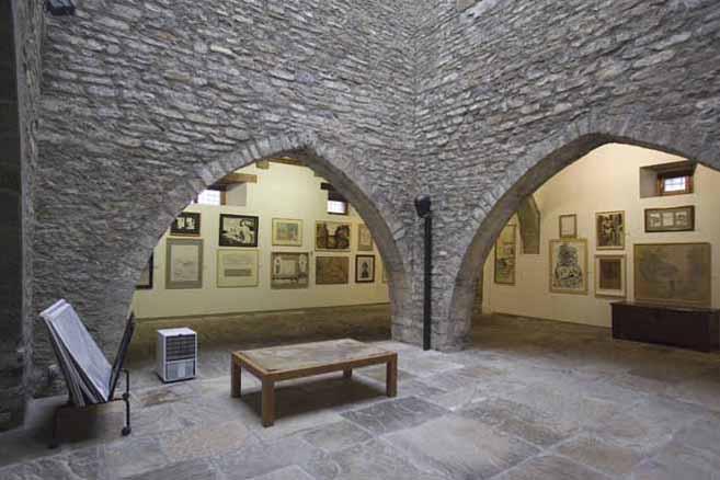 PLANTA BAJA-PATIO CENTRAL Y SALAS IV Y V | Ir a la ficha de 'Museo de Dibujo Julio Gavín - Castillo de Larrés'. Museo