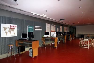 Vista general de la muestra Visualizar en Medialab Prado