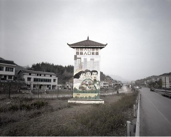 He Chong Yue, Control del crecimiento demográfico, mejora en la calidad de vida