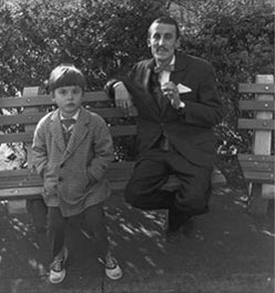 Diane Arbus, Man and a boy on a bench in Central Park NYC, 1962