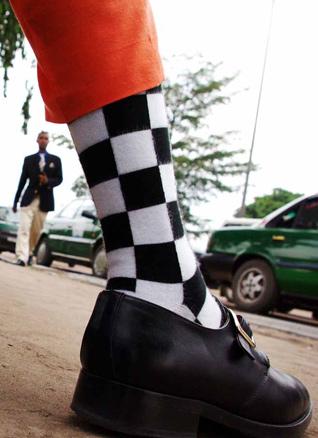 Baudouin Mouanda, El pie, 2009 | Ir al evento: 'Un sueño de ida y vuelta. La Sape Congolesa'. Exposición de Fotografía en Casa África / Las Palmas de Gran Canaria, Las Palmas, España