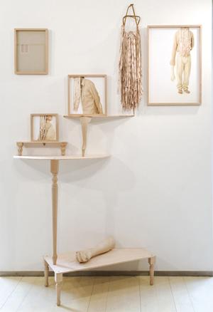 Manoslargas, 2011. Instalación