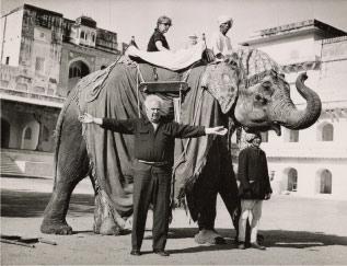 Alexander Calder y Louisa Calder en India