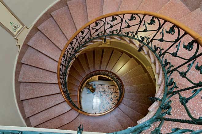 Ant nia maria mir comisario arteinformado - Escaleras de caracol barcelona ...