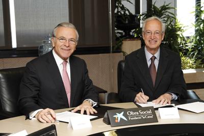 Firmantes del acuerdo, Isidro Fainé -izq.- y Jaume Freixa - F. MIró | La Caixa también colaborará con la Fundación Joan Miró de Barcelona
