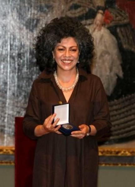 Doris Salcedo en la entrega del Premio Velázquez de Artes Plásticas 2010. Cortesía MECD