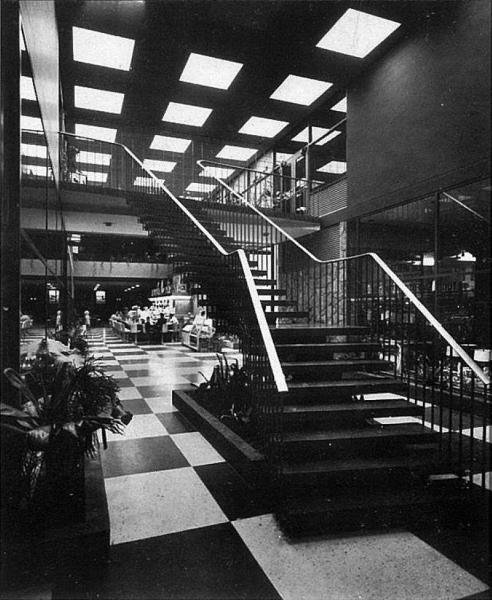 4. Escalera central y cafetería (f. 1950s - Archivo Claudio Creamer)
