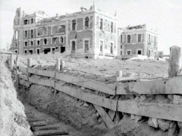 Trinchera junto a la Casa de Velázquez. 1939. Albert Deschamps