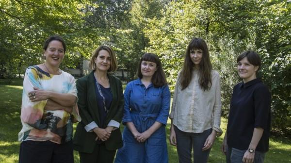 Finalistas. Tania Kovats, Ana Génoves, Ruth Ewan, Phoebe Unwin, Emma Hart. Photo: Gabriele Micalizzi Cesura. Courtesy Collezione Maramotti.