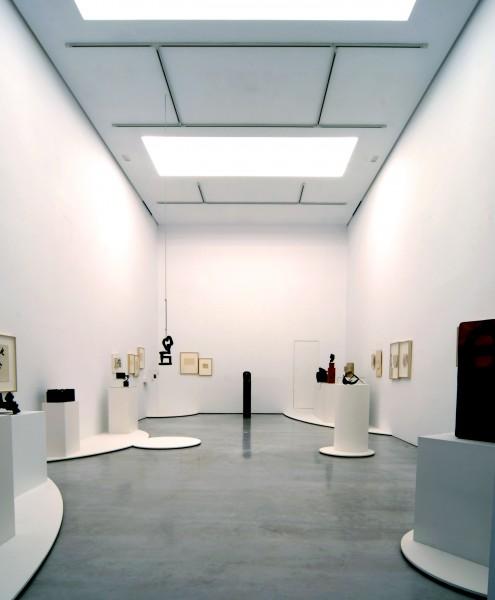 CHILLIDA | Ir al evento: 'Eduardo Chillida, curva cóncava'. Exposición de Escultura en Cayón - Espacio en Blanca 9 / Madrid, España