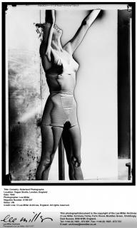 Corsetry, Solarised Photographs Vogue Studio, London, England, May, 1942 — Cortesía de Fundació Joan Miró