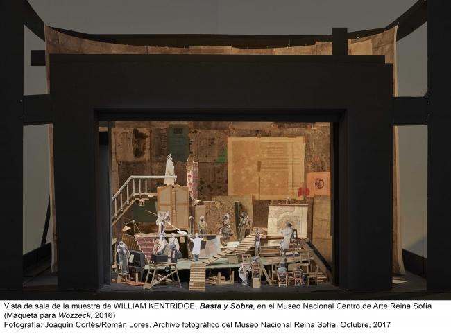 Vista de sala de la muestra de William Kentridge. Basta y sobra, en el MNCARS (Maqueta para Wozzeck, 2016). Fotografía: Joaquín Cortés/Román Lores. Archivo fotográfico del MNCARS. Octubre 2017
