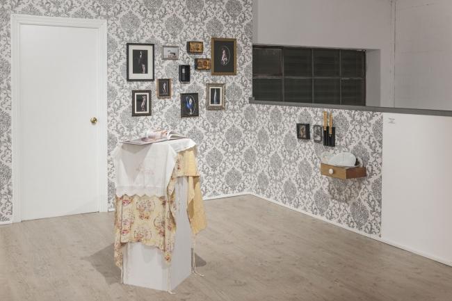 Retrato de familia | Ir al evento: 'Benditas. Nosotras que nos queremos tanto'. Exposición de Fotografía, Video arte, Videoperformance en 13 Espacioarte / Sevilla, España