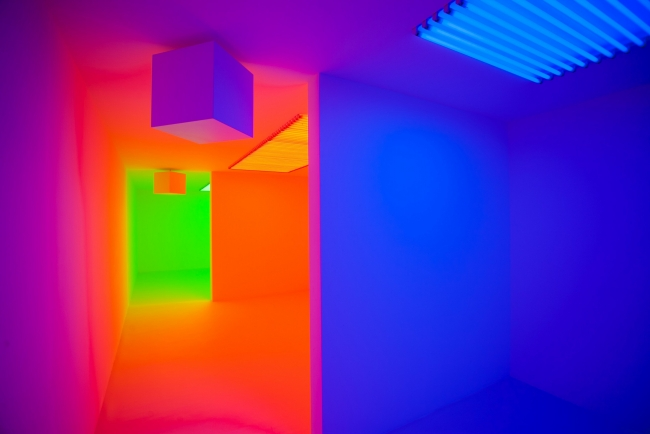 "Chromosaturation, 1965/2015. Exposición ""Light Show"", Sharjah Art Foundation Sharjah, Emiratos Árabes Unidos, 2015 © Photo: Alfredo Rubio / Courtesy of Sharjah Art Foundation"