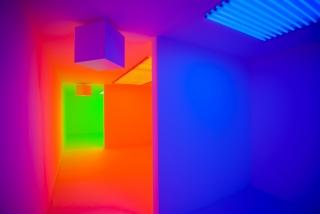 "Chromosaturation, 1965/2015. Exposición ""Light Show"", Sharjah Art Foundation Sharjah, Emiratos Árabes Unidos, 2015 © Photo: Alfredo Rubio / Courtesy of Sharjah Art Foundation"