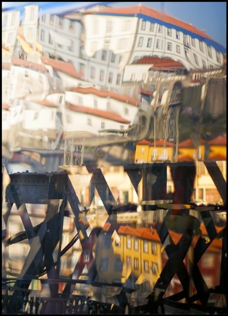 J.M. Negro. Reflejos porteños. Digital sobre papel artístico, 26 x 36 cm. – Cortesía de la Galería Ra del Rey