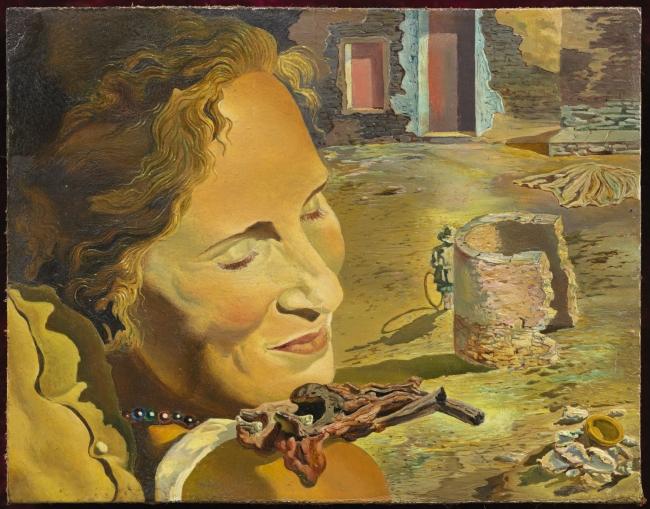 Salvador Dalí. Retrato de Gala llevando dos costillas en equilibrio sobre su hombro, c. 1934. Fundació Gala- Salvador Dalí, Figueres. © Salvador Dalí, Fundació Gala-Salvador Dalí, VEGAP, Barcelona, 2018 — Cortesía del Museu Nacional d'Art de Catalunya