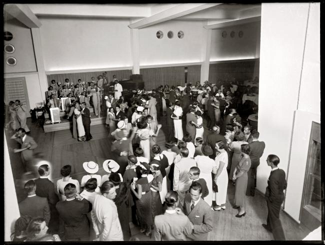 Baile con orquesta en el Hotel Miramar. Año 1924. (Foto: 0924FMHA.CDF.IMO.UY - Autor: s.d./IMO).