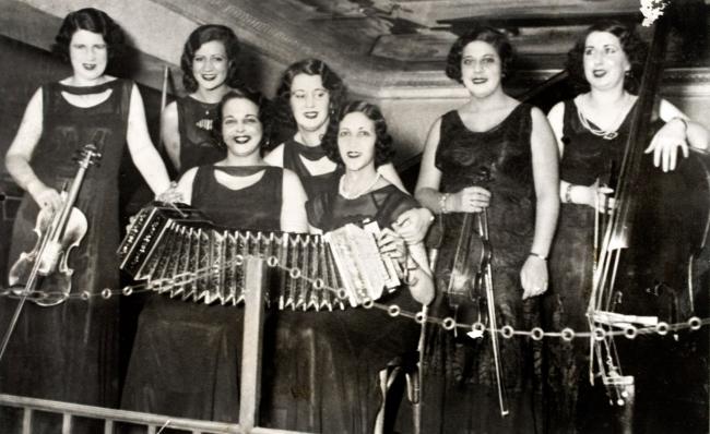 Orquesta de señoritas. S. f. (Foto: Museo y Centro de documentación AGADU)