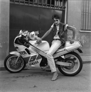 Alberto García Alix, El argentino y su Yamaha 1000, 1989. Cortesía del artista.
