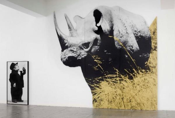 John Baldessari, Dwarf and Rhinoceros (With Large Black Shape) With Story Called Lamb, 1989 (2013), Colección MACBA. Fundación MACBA. Vista de la instalación en Marian Goodman Gallery, Nueva York, 27 de junio -23 de agosto, 2013. Fotografía: Ellen Page Wi