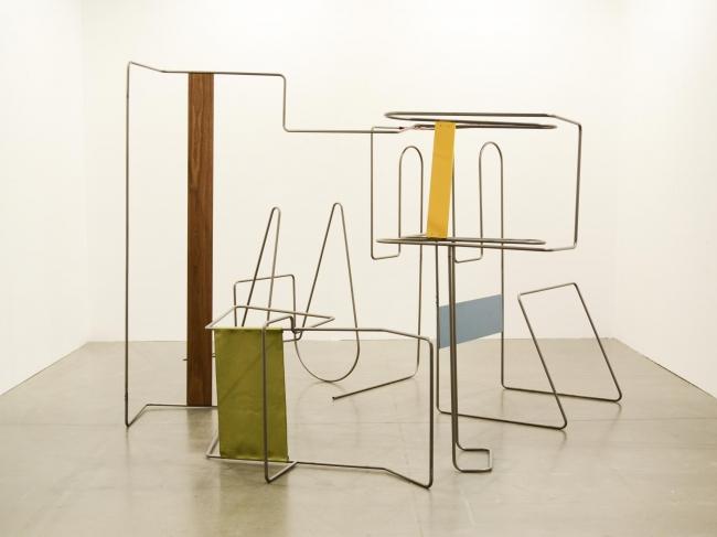 Hisae Ikenaga, ¨Furnished line¨ 2015 | Ir al evento: 'Sutil Olvido'. Exposición en Max Estrella / Madrid, España