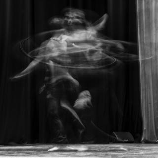Roberto Lombana, Giros, impresión digital sobre lienzo, 140x140 cm.