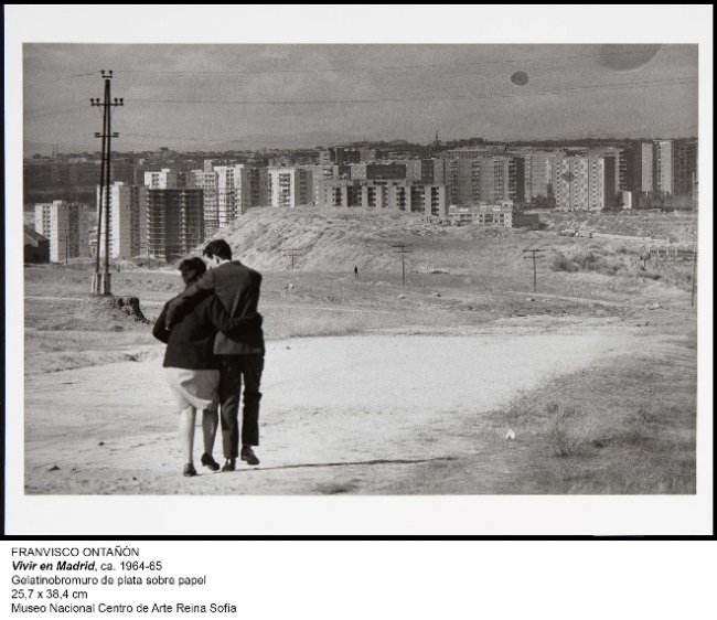 Francisco Ontañón, Vivir en Madrid, ca. 1964-65. Gelatinobromuro de plata sobre papel, 25'7x38'4 cm., MNCARS – Cortesía del Mueo Nacional Centro de Arte Reina Sofía