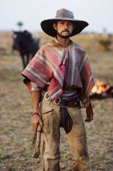 Copywright Steve McCurry Studios. Retrato de Gaucho. Chaco, Paraguay, 1988