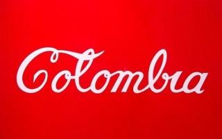 Antonio Caro, Colombia Coca-Cola, 2007, Peinture émaillée sur laiton, dimensions: 104 x 146 x 4.8 cm, Collection Musée d'Antioquia, Medellín, Colombie – Copyright musée d'Antioquia