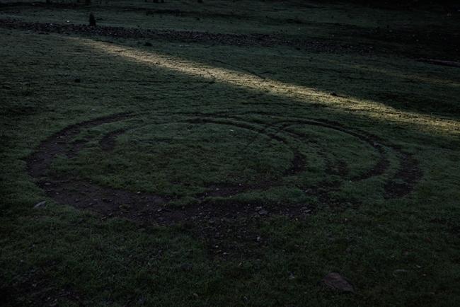 La raya, el viaje – Cortesía de DOCfield Barcelona | Ir al evento: 'Oeste || Este'. Exposición de Fotografía en Projekteria [Art Gallery] / Barcelona, España