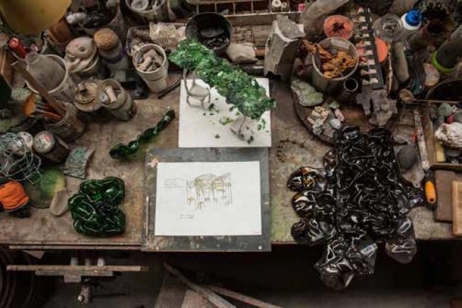 Nacho Carbonell – Cortesía de Madrid Design Festival | Ir al evento: 'El Patio. Nacho Carbonell y Cervezas Alhambra'. Exposición en DIMAD - Central de Diseño / Madrid, España