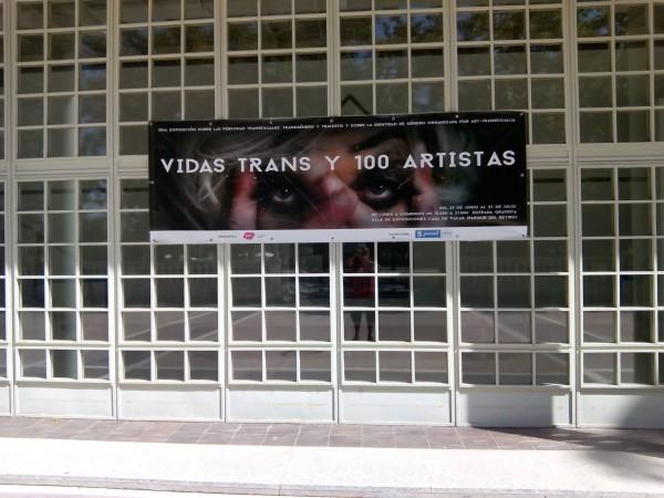 Entrada a la exposición Vidas Trans y 100 artistas