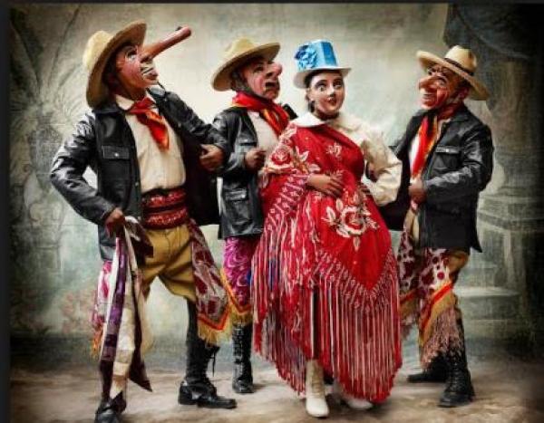 MARIO TESTINO, Traje de la danza Majeño, distrito y provincia de Paucartambo, Cusco, Perú, 2010. Fotografía. Digital C - Type Print, 120 x 145 cm