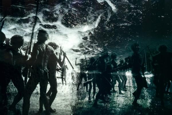 Claudia Andujar, Desabamento do ceu: o fim do mundo (Fragmento) de la serie Sonhos Yanomami, 1976. Inyección de tinta sobre papel fotográfico, 70x100 cm.