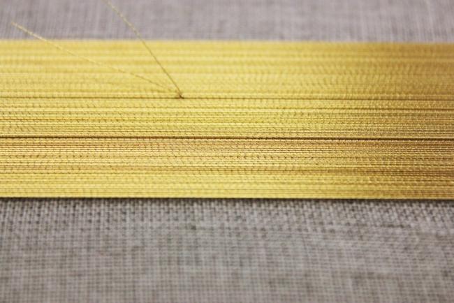 """Repairing The Golden Horizon II"" (Detalle). 2017 // Anna Talens // Hilo Urushi, madera y lino. 22x30 cm."