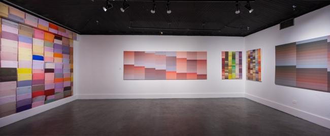 """""""Gerhard Richter"""", título de la instalación de Darién Montañez en diálogo con obra de Mira Valencia. Foto cortesía de Alfredo J. Martiz J. @ajmartizj"""