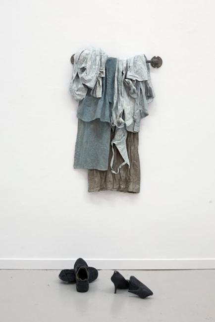Meta Isæus-Berlin, Waiting, 2017. Bronce 1/3, 50 kg 100 x 70 cm. Fotografía: Alberto Sánchez - Cortesía de L&B contemporary art gallery
