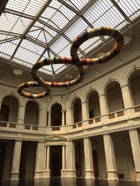 Cada punto es el centro del universo, cada persona es el centro de la sociedad. Imagen cortesía MAC