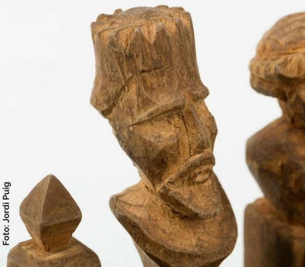 Ficha de ajedrez tallada por Damàs Calvet Serra