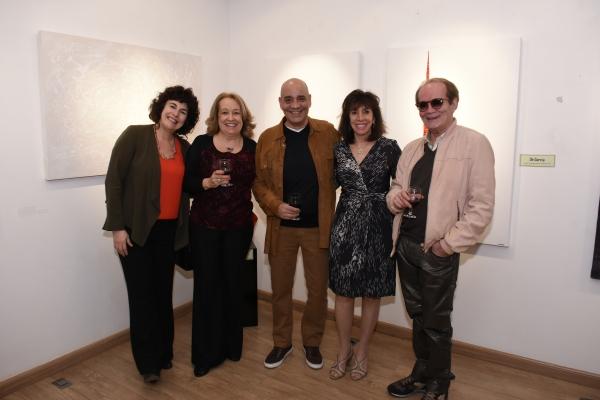Carla Mourão e Dé Garcia | Ir al evento: 'Formas e cores'. Exposición de Diseño, Escultura, Pintura en Espacio Uruguay / São Paulo, Sao Paulo, Brasil