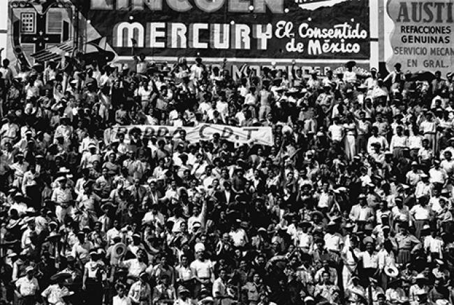 Arturo Ortega Navarrete, Aspecto de la tribuna durante el partido. Guadalajara vs. Toluca. Parque Oblatos, 14 de noviembre de 1954. Centro de Colección Arturo Ortega