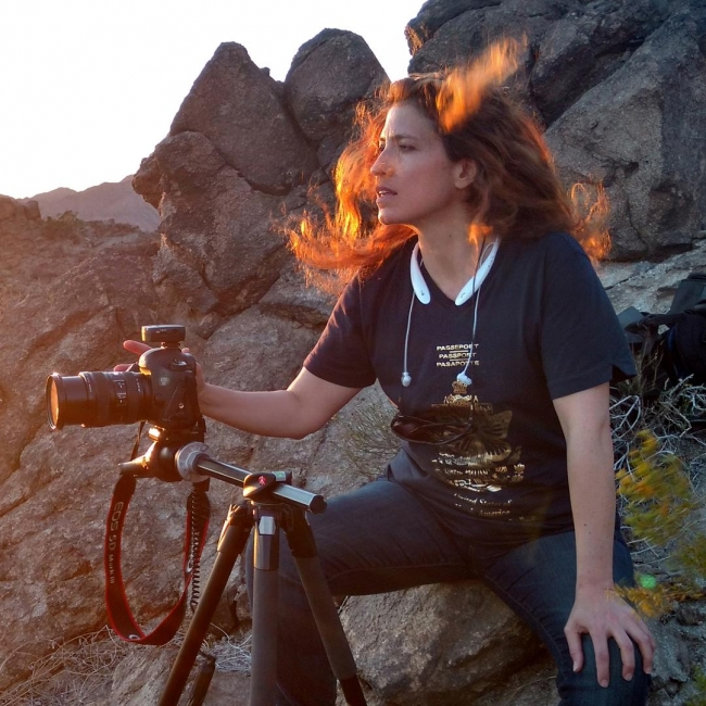 Retrato de la artista duranteel proyecto | Ir al evento: 'Instalación de vídeo y sonido: Bajo el mismo cielo... soñamos'. Exposición de Arte sonoro, Fotografía en BRIC House Artist Studio / Nueva York, New York, Estados Unidos